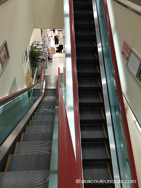 Sekaido escalators