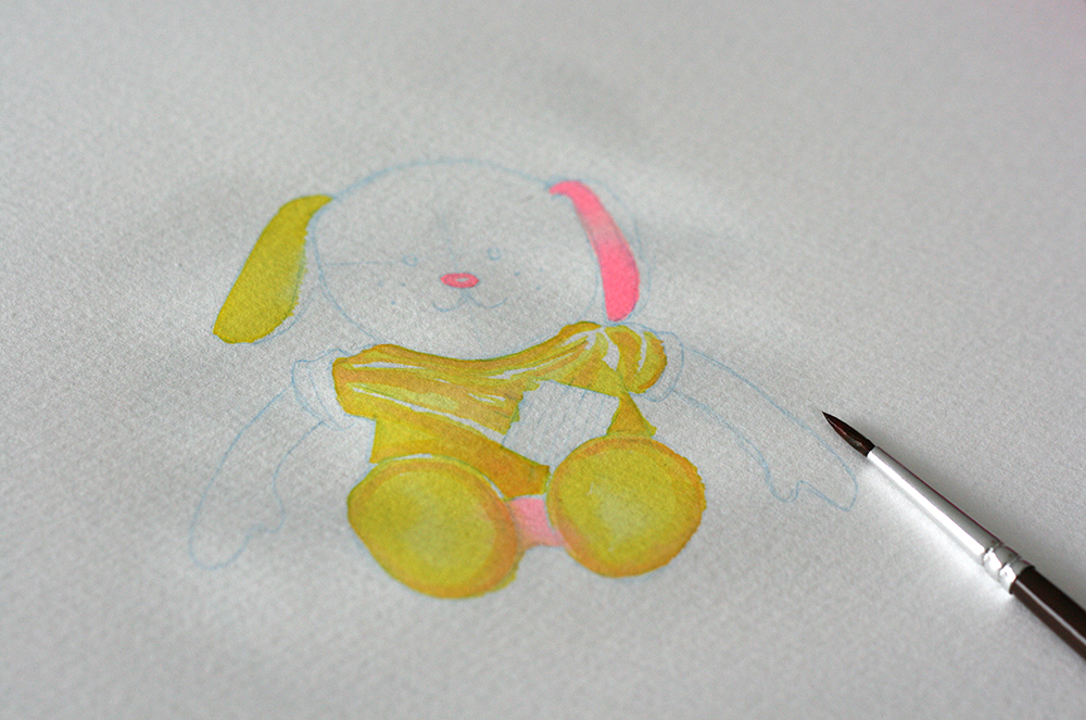 """Illustration commencée avec deux couleurs: le jaune citron et le rose """"coucher de soleil"""" de la gamme Radiant. Le pinceau est un n°2 du 835 de Raphaël."""