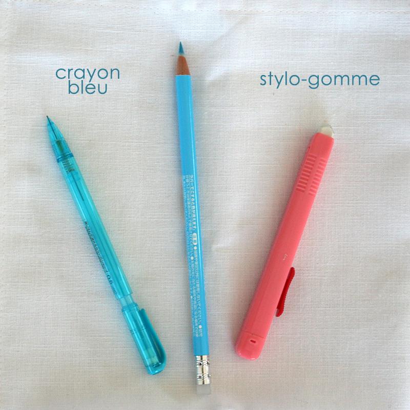 Crayon bleu et gomme pour feutre à alcool