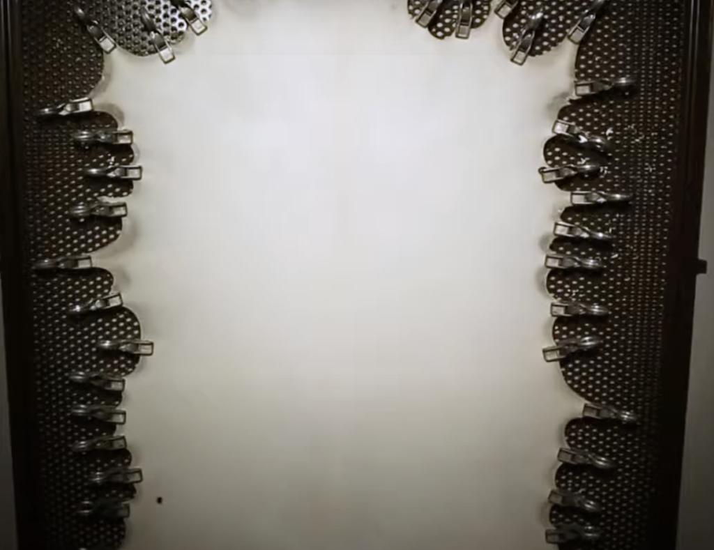 Fabrication du parchemin - cadrage de la peau