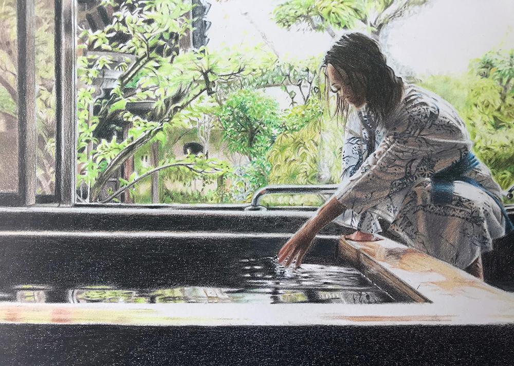 Gros plan sur la jeune fille et son yukata.