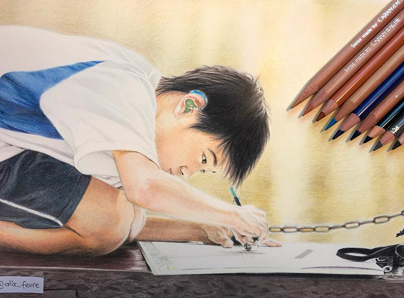 La peau d'un garçon au crayon de couleur